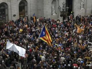 Поезда встали, автомобилям не проехать: Испания проводит всеобщую забастовку