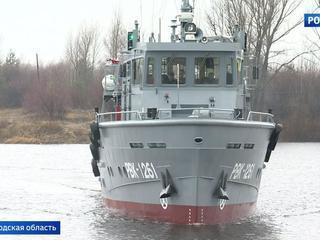 На Волге проходят испытания нового водолазного катера