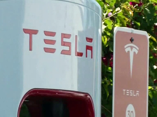 Компания Tesla терпит рекордные убытки