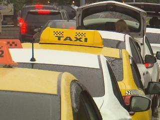 Шашечки или ехать: зачем хитрая москвичка прикинулась таксисткой