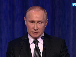 Путин поздравил защитников Отечества
