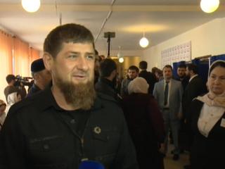 Кадыров пришел на выборы с мамой и женой