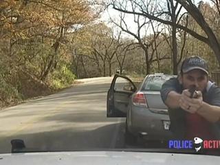 В США мужчина нарушил ПДД и устроил перестрелку с полицейскими