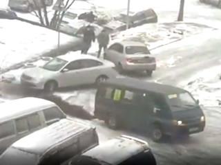 К концу марта на Владивосток обрушился снегопад
