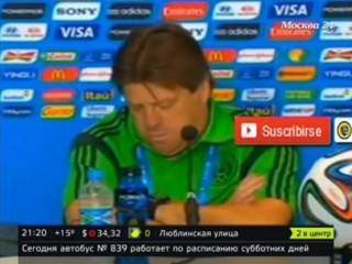 Тренер сборной Мексики по футболу уснул на пресс-конференции
