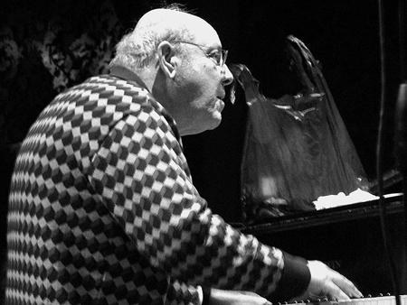 Голландский пианист, исполнитель джаза и импровизационной музыки Миша Менгельберг (Misha Mengelberg).